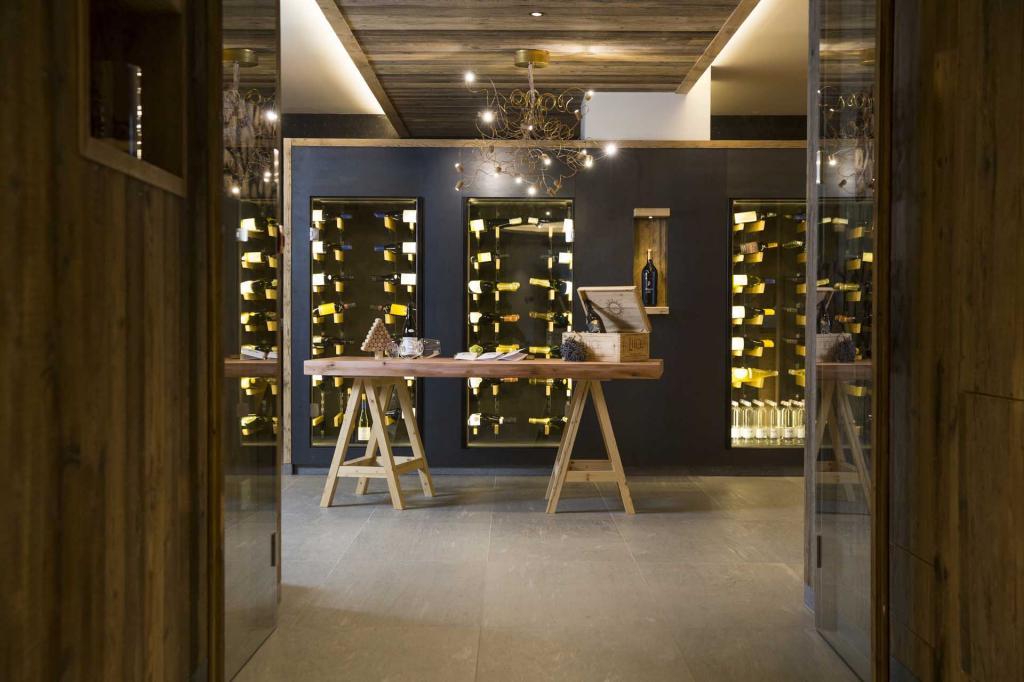 <b>MONROC trentino wine selection</b>