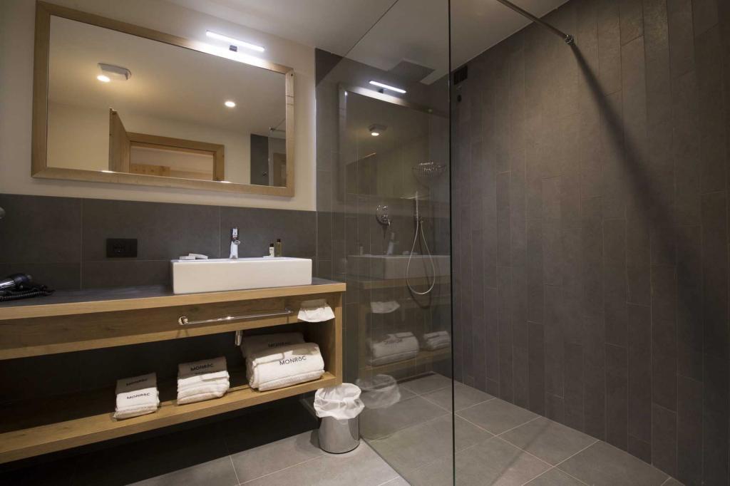<b>Roc Junior Suite Room Monroc Hotel</b>