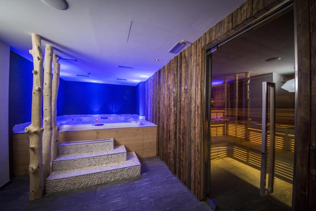 <b>wellness bereich Trentino Südtirol Monroc Hotel</b>